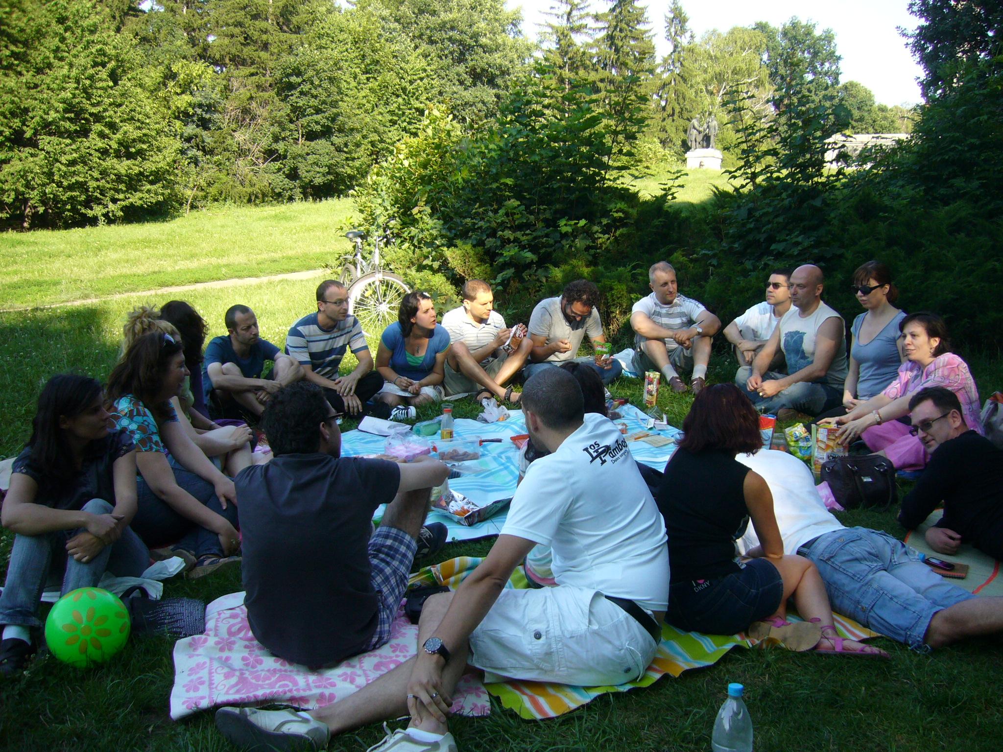 Authentic Singles Пикник в парка